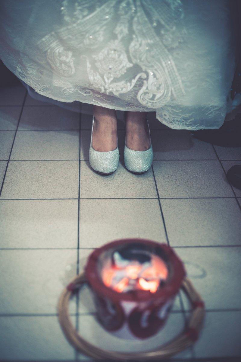 婚俗,習俗,踩瓦片,破瓦