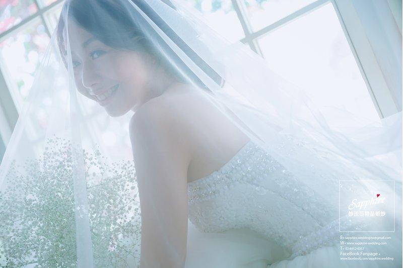 滿天星捧花、白紗搭配頭紗,浪漫至極
