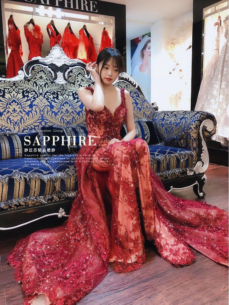 在婚紗禮服眾多顏色當中,紅色禮服是許多新娘都會選擇的色系