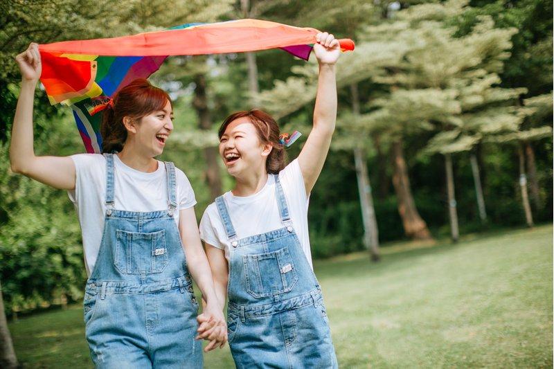 揮灑你們的彩虹旗,見證你們的愛情