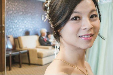 高雄新秘韓系妝感白紗造型