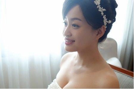 高雄新秘南部新娘秘書推薦 白紗迎娶花苞盤髮蕾絲髮帶造型