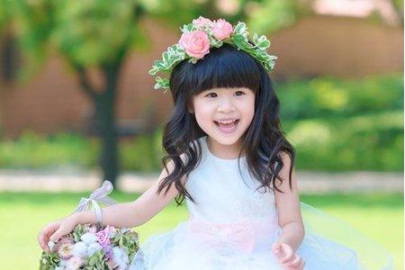 女孩與手綁捧花