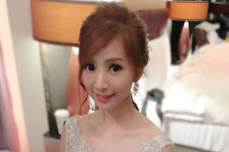 時尚低馬尾 新娘秀萍