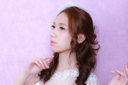 浪漫又復古放髮白紗進場造型