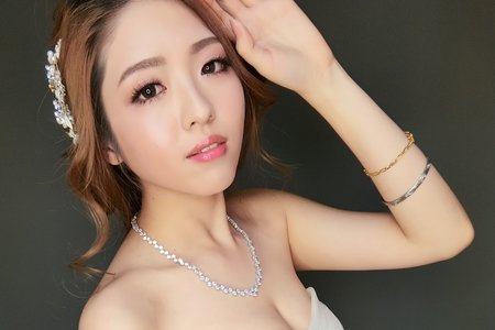 低調又高雅美麗白紗造型