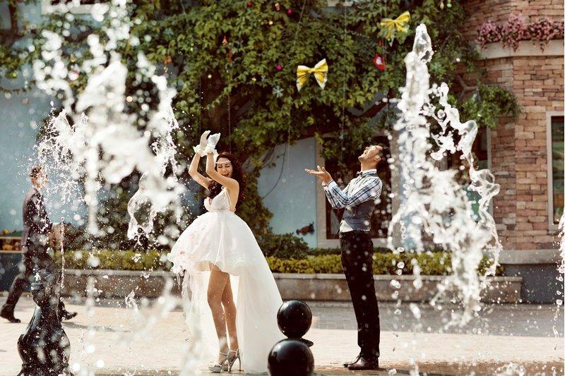 海外婚紗可以選擇有噴泉的地點拍攝,非常浪漫唯美