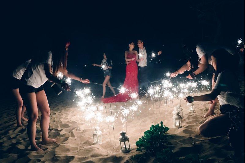 沙灘晚宴類婚紗