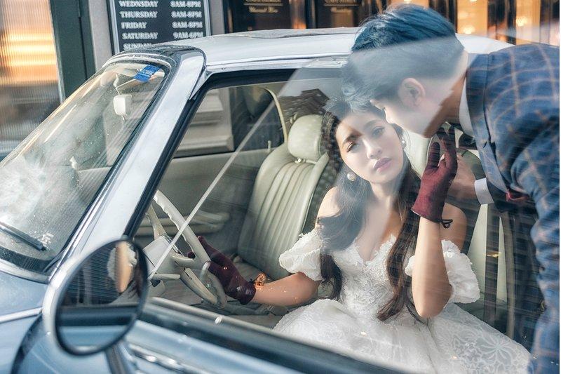 車子也能成為婚紗照的最佳道具!