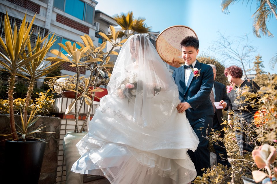 婚攝偉興 L&yours,1123遇上一個體力用不完的超狂攝影師  <3